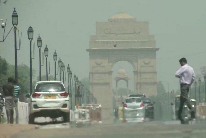 हल्की बारिश से सुहाना हुआ दिल्ली का मौसम, मौसम विभाग ने दी चक्रवात की  चेतावनी